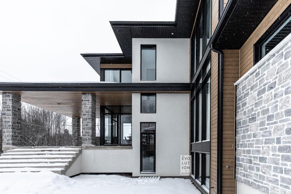 Autre façade de la Maison S+J